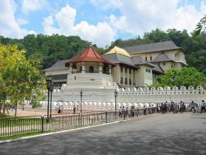 Храм Зуба Будды в городе Канди