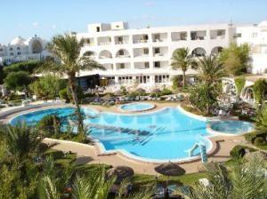 Один из многочисленных отелей Туниса