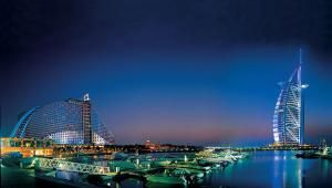 Город ночью-Абу-Даби
