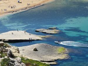 Пляж Gnejna Bay