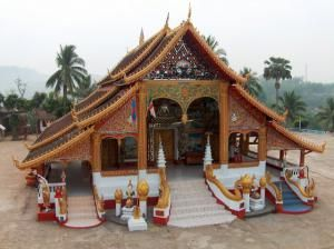 Храм Ват Кхао Чом Манилат