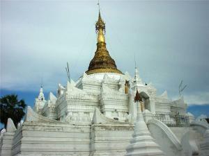 Пагода Швезайян