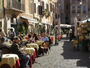 Кафе на улицах Рима