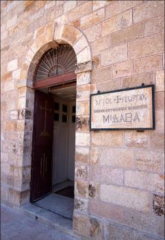 Вход в церковь святого Георгия