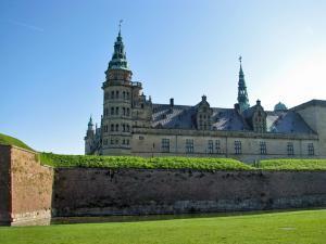 Внушительный замок Кронборг