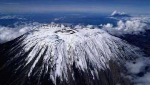Заснеженная вершина Килиманджаро