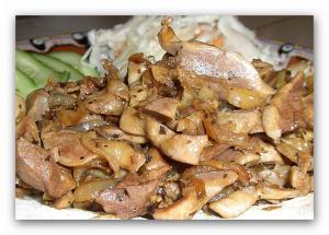 Жаренные куриные потроха с сельдереем