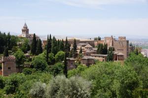Парковая территория замка Альгамбра