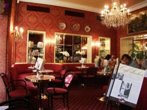 Кофейня в отеле Захер