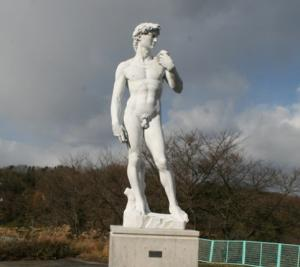 """Давид"" в городке Окуидзумо (префектура Симанэ)"