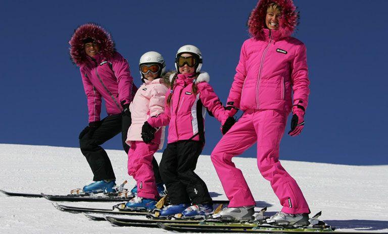 Предлагает уважаемым Лесосибирцам и гостям города огромный выбор мужской, женской и спортивной зимней одежды